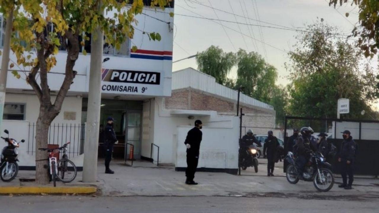 Comisaría Novena, donde están detenidos los amigos cauceteros.